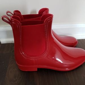 Red rain boots booties